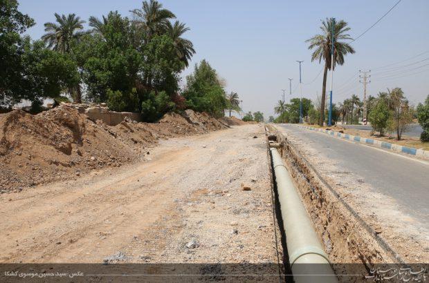 بازدید استاندار خوزستان از طرح ضربتی لوله گذاری خط ۷۰۰ میلیمتری به تصفیه خانه شهدای شهرستان کارون