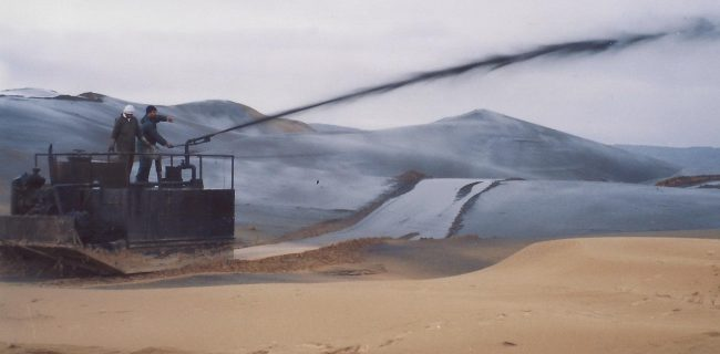 مالچ پاشی ۱۵۰۰۰ هکتار از شن زار های استان در سال ۹۶