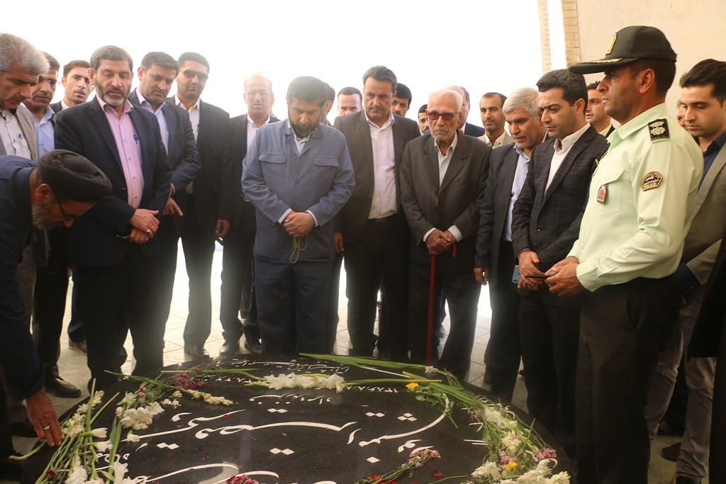 با حضور استاندار خوزستان، ساخت فرهنگسرای قیصر امین پور در گتوند کلید خورد