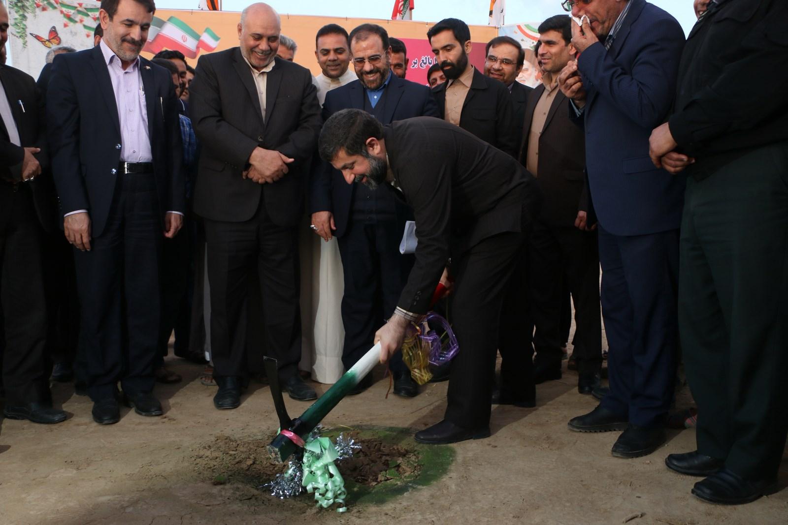 آغاز عملیات اجرایی پست برق ۴۰۰ کیلو ولت دشت آزادگان باحضور معاون پارلمانی رئیس جمهوری و استاندار خوزستان