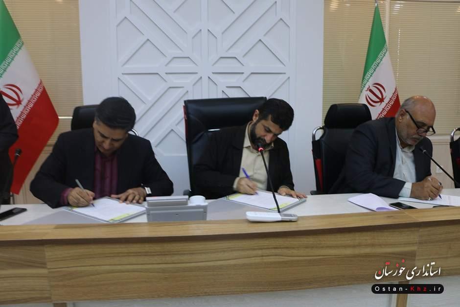 تفاهمنامه بازسازی شبکه برق مناطق سیل زده به امضا رسید