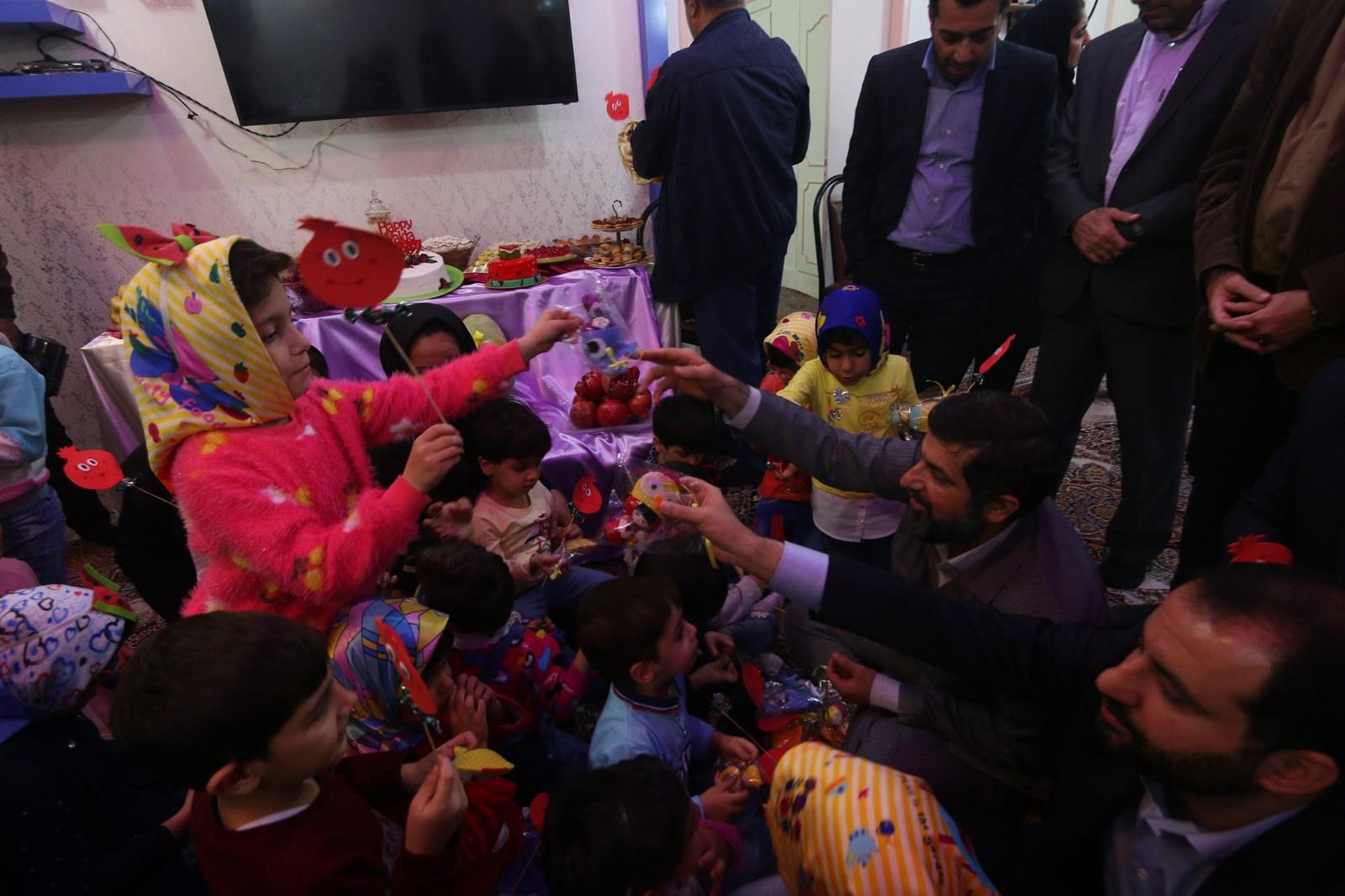 حضور استاندار خوزستان در مرکز نگهداری از کودکان بیسرپرست