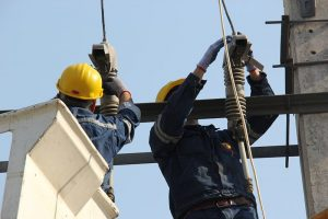 مدیرکل دفتر نظارت بر توزیع توانیر: فعالیت 140 اکیپ عملیاتی برای شستشوی شبکه توزیع برق خوزستان