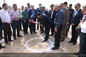استاندار خوزستان در مراسم کلنگ زنی جاده کمربندی شرق اهواز عنوان کرد/ خدمت به خوزستان باید همسو با خدمات این استان به کشور باشد