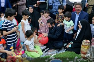 تحویل سال استاندار خوزستان با کودکان بی سرپرست