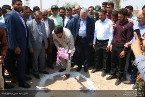 مراسم کلنگ زنی بوستان امید به نمایندگی از 300 بوستان استان در روستای بنادر